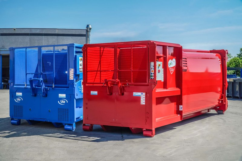 Roll on - off compactors